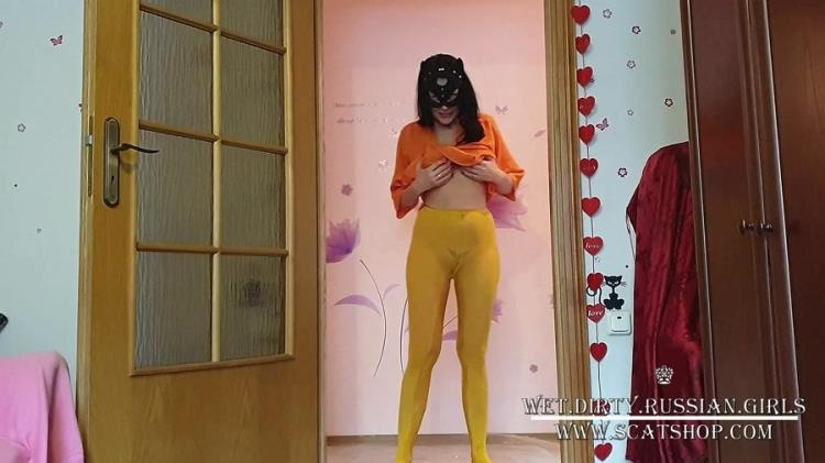 WetandDirty - Natalia pees in yellow nylon pantyhose (Scatshop) (2021 | FullHD)